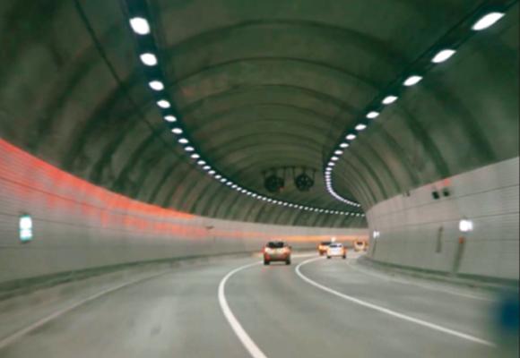四川太陽能隧道燈